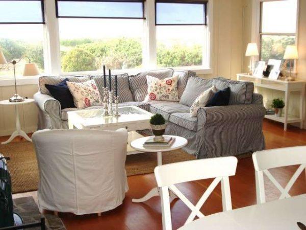 мягкая мебель в интерьере кухни-гостиной 30 кв. метров
