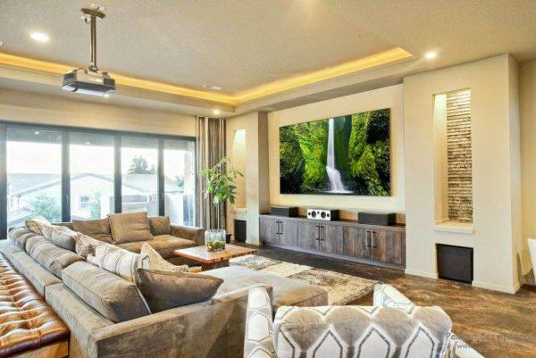 домашний кинотеатр в интерьере кухни-гостиной 30 кв. метров