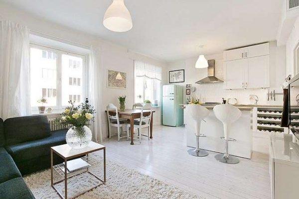 светлая и просторная кухня гостиная