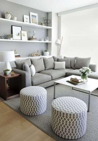 серый цвет в интерьере небольшой гостиной