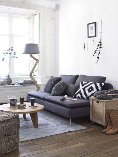 бело-серый интерьер небольшой гостиной