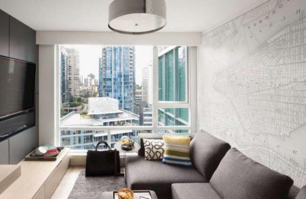 панорамные окна в интерьере небольшой гостиной
