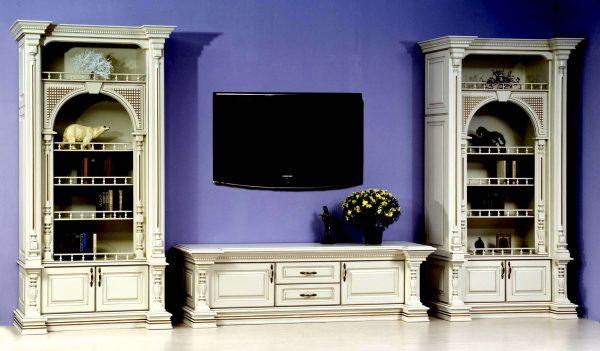 фиолетовые стены в гостиной в классическом стиле