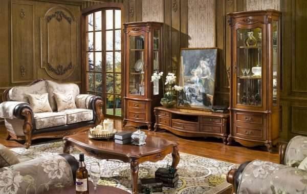 деревянная мебель в гостиной в классическом стиле