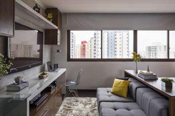 современная модульная стенка белого цвета в интерьере гостиной, совмещённой с кухней