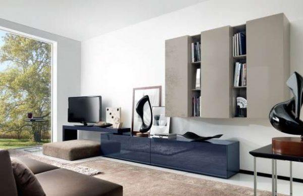 современная модульная стенка с гладкими фасадами в интерьере гостиной