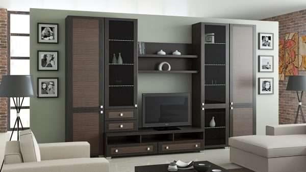 функциональная коричневая модульная стенка в интерьере гостиной