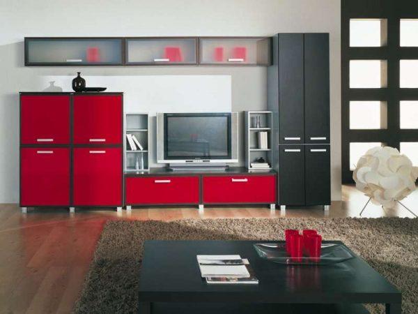 красная модульная мебель в интерьере гостиной