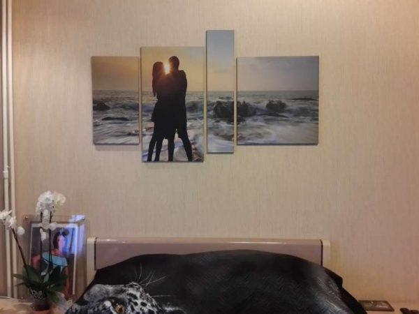 чёрно белые фото идеально вписываются в интерьер гостиной с любым цветовым решением