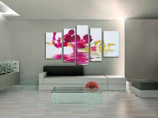 модульная картина с розовой абстракцией в интерьере гостиной над диваном