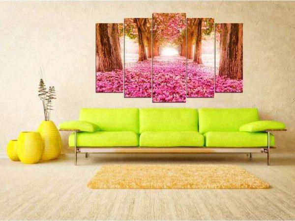 яркая модульная картина с розовым пейзажем в интерьере гостиной над диваном
