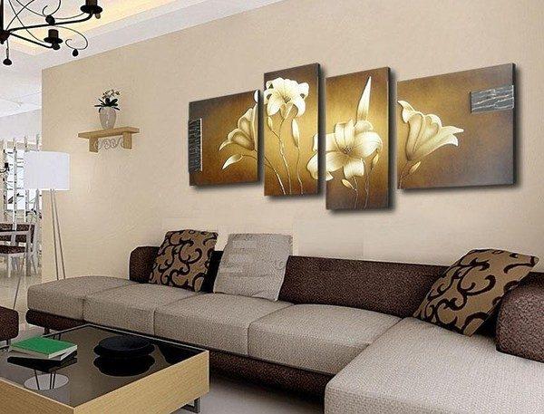модульная картина с лилиями в интерьере гостиной