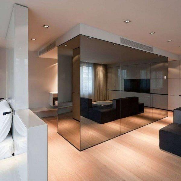 тонированное зеркало в гостиной