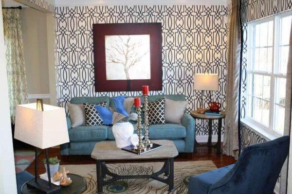 обои с орнаментом в интерьере гостиной