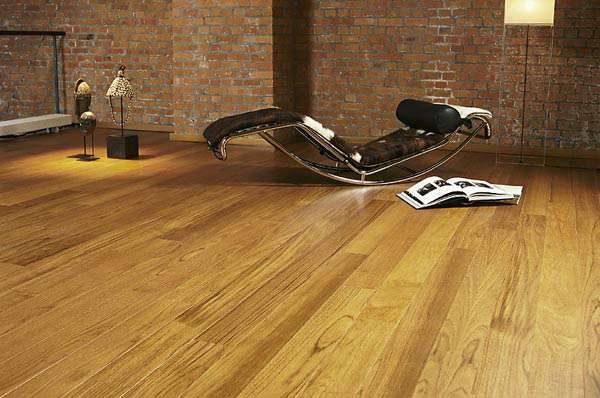 Деревянные полы в гостиной