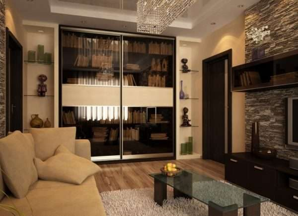 шкаф купе с полупрозрачными дверями в интерьере гостиной