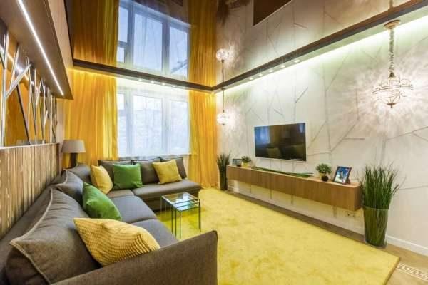 шторы в интерьере гостиной лимонного цвета
