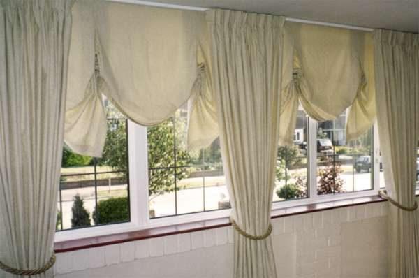 английские шторы в интерьере гостиной
