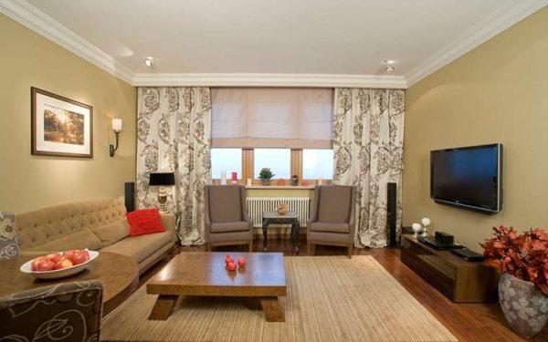 два вида штор в интерьере гостиной