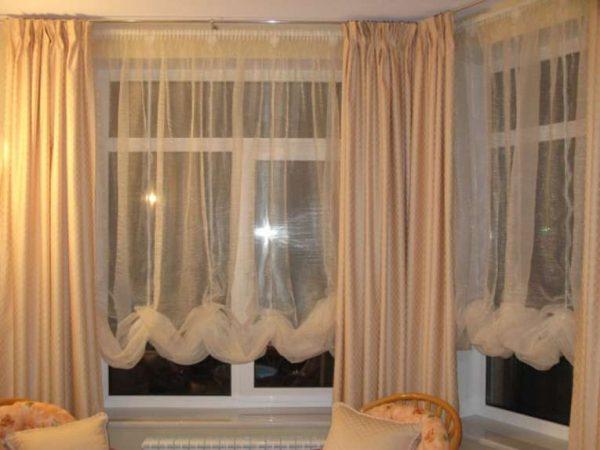 шторы со сборками в интерьере современной гостиной