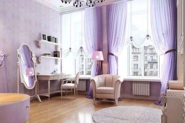 лёгкие сиреневые шторы в гостиной