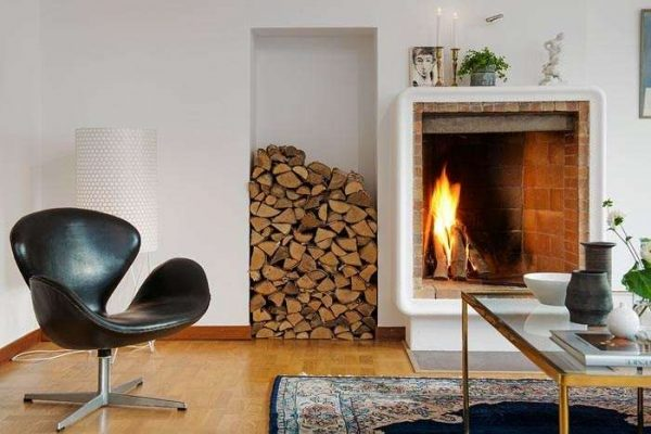 скандинавский стиль в гостиной с дровами