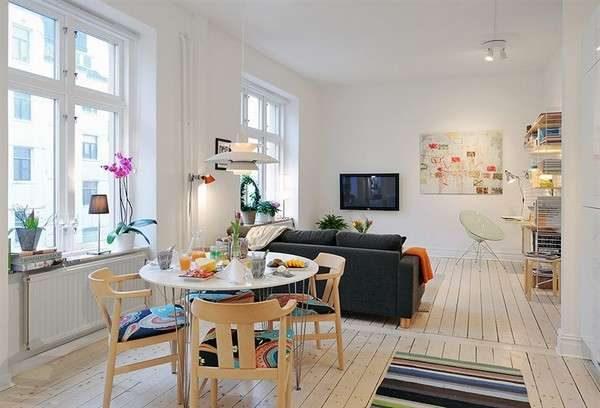 круглый стол в интерьере гостиной в скандинавском стиле
