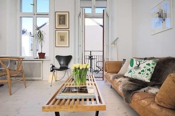 журнальный столик в интерьере гостиной в скандинавском стиле