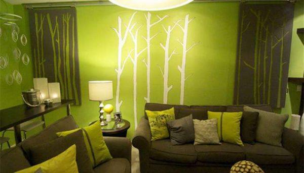 Сочетание зелёного и коричневого цветов в интерьере гостиной