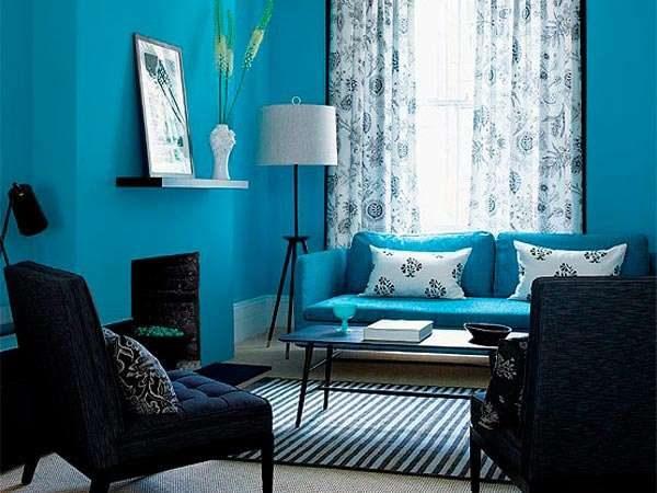 комбинирование голубого с тёмно-серым цветов в гостиной