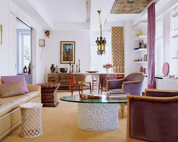 фиолетовый с белым в гостиной