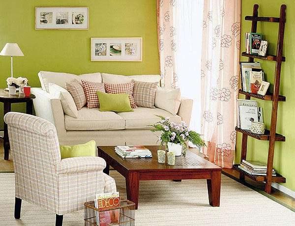 комбинирование зелёного и розового цветов в гостиной