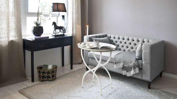 Сочетание чёрного и белого цветов в гостиной