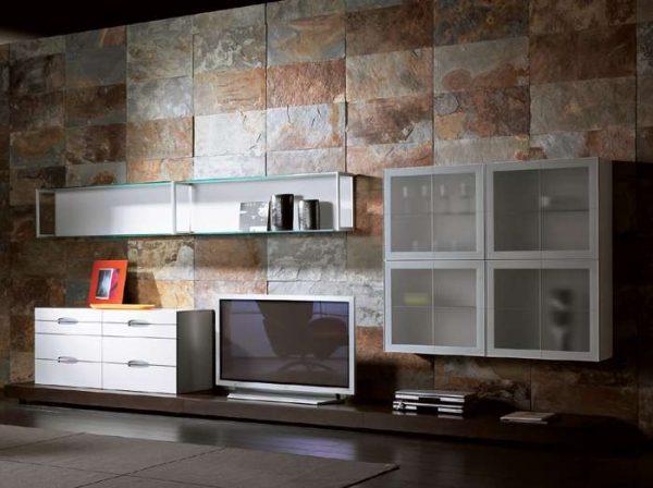 шкаф с прозрачными стёклами в интерьере гостиной в стиле минимализм