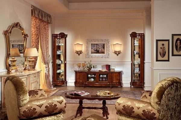 угловые шкафы с прозрачными дверцами в интерьере гостиной