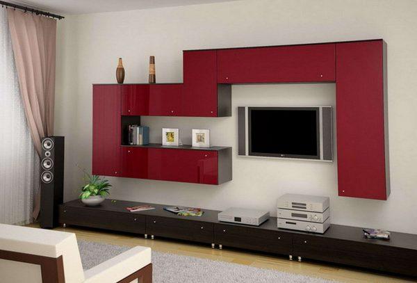 красная стенка в гостиную
