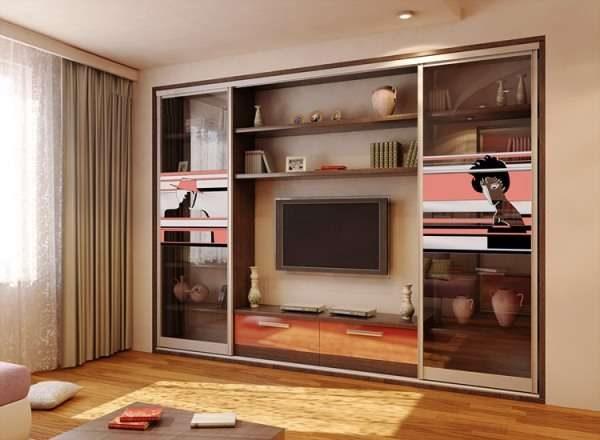 корпусная стенка со шкафом с прозрачными фасадами для гостиной