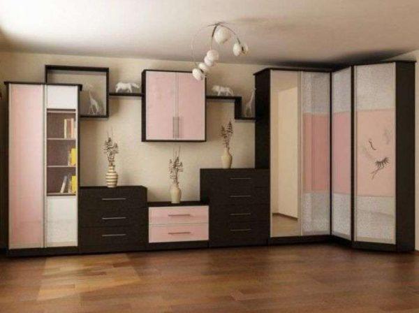 Стенка в гостиную со шкафом для одежды вдоль стены