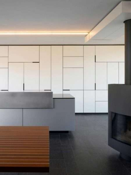 мебельная стенка белая с гладкими фасадами в гостиной