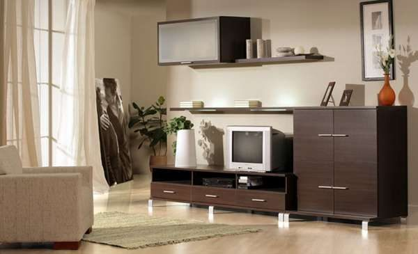 недорогая мебельная стенка в интерьере гостиной