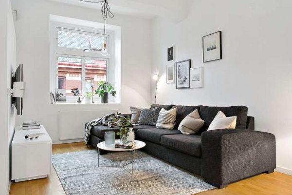 угловой диван в интерьере гостиной в скандинавском стиле