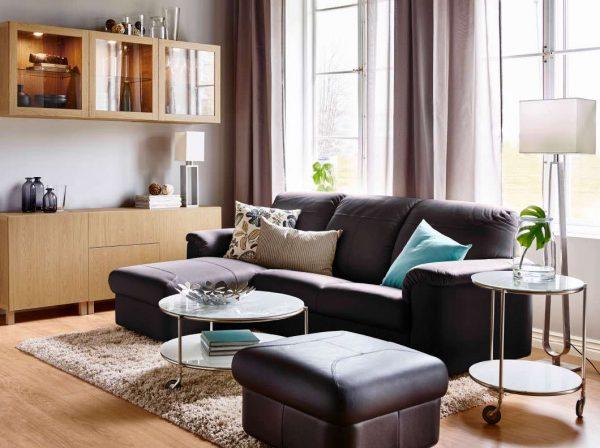 угловой серый диван в интерьере гостиной