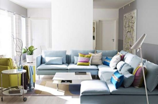 угловой диван П-образной формы в гостиной
