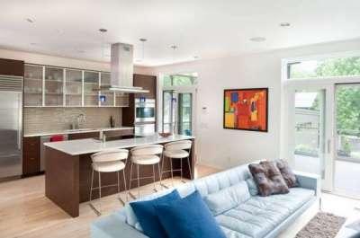 зонирование с помощью дивана и острова в совмещённой кухне гостиной 20 кв. метров