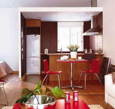 бордовый цвет стен в интерьере гостиной