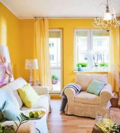 жёлтый на стенах в интерьере гостиной