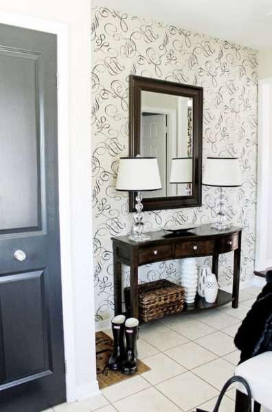 зеркало в маленькой прихожей в квартире