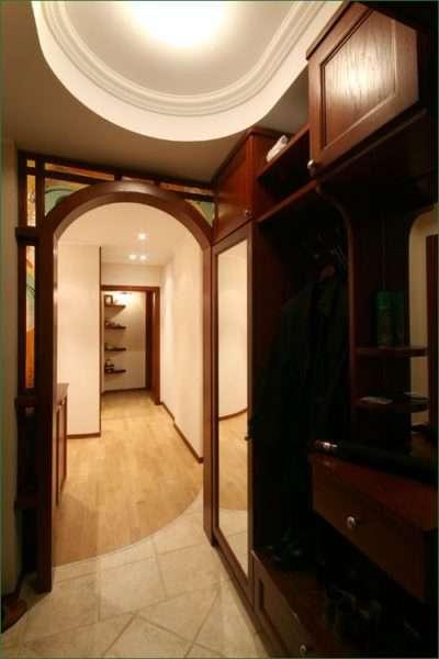 арка в маленькой прихожей в квартире