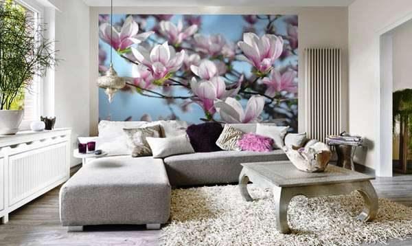фотообои с рисунком цветов в интерьере гостиной