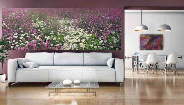фотообои с полем цветов в интерьере гостиной